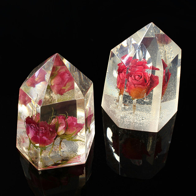 cristallo con dentro un fiore vero