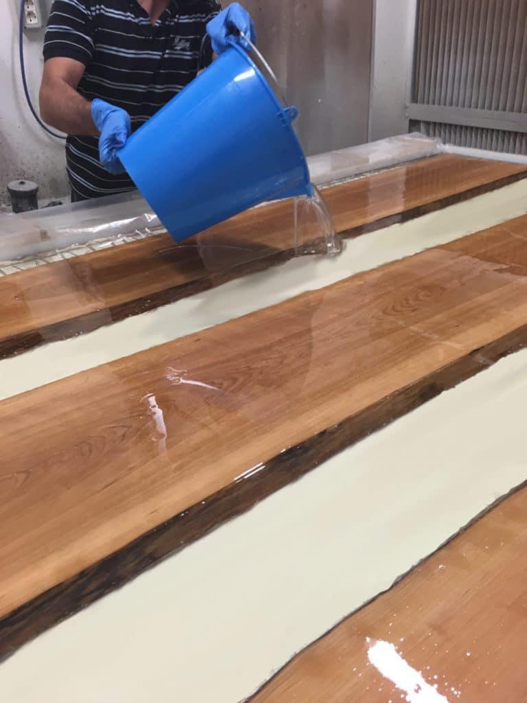 Pianificazione ed esecuzione di grandi Tavoli in resina – principali problematiche , linee guida e consigli pratici.