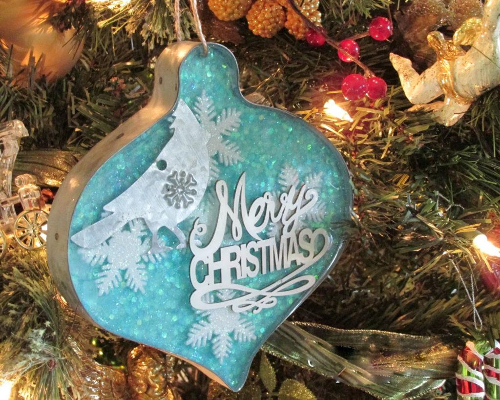 Per la Festa dell'Immacolata l'albero di Natale si decora con la resina