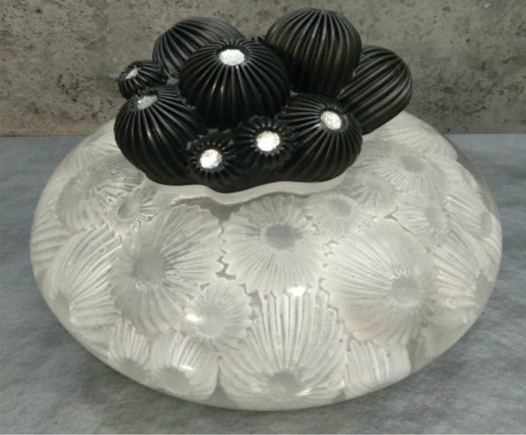 Come riparare oggetti di vetro scheggiati con la resina epossidica trasparente