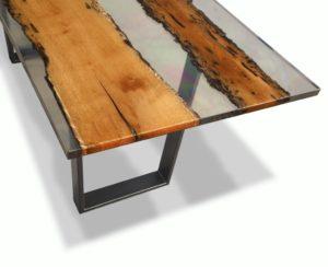 Tutti possono lavorare tavoli di legno con Epoxytable, la resina epossidica trasparente per grandi spessori