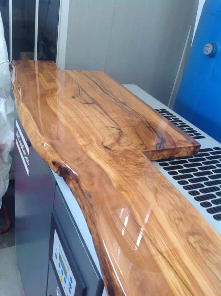 Resina vetrificante su un tavolo di legno resine for Resina epossidica bricoman