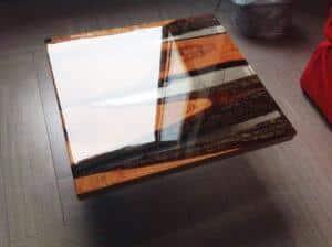Tavolo con resina epossidica