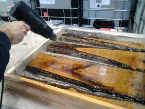 Come costruire un tavolo di legno e resina resine - Costruire un tavolo in legno per esterno ...