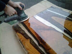 Come costruire un tavolo di legno e resina resine for Costruire tavolo legno rustico